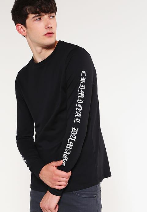 chiếc áo thun đen đơn giản, tinh tế
