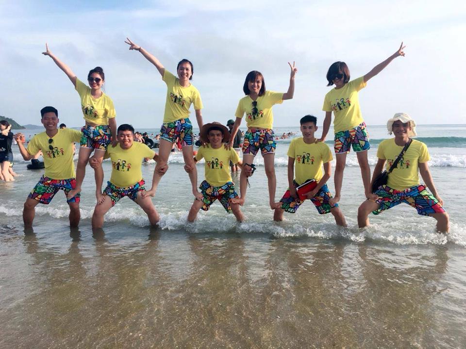 Không thể chớp mắt trước những mẫu đồng phục đi biển cực đẹp